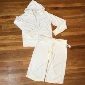 Old Navy white zip-up and Capri outfit. Size Large